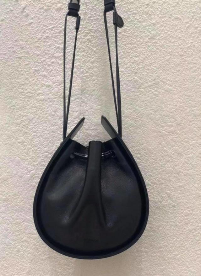 BA0179布蘭抽繩牛皮水滴包(大)