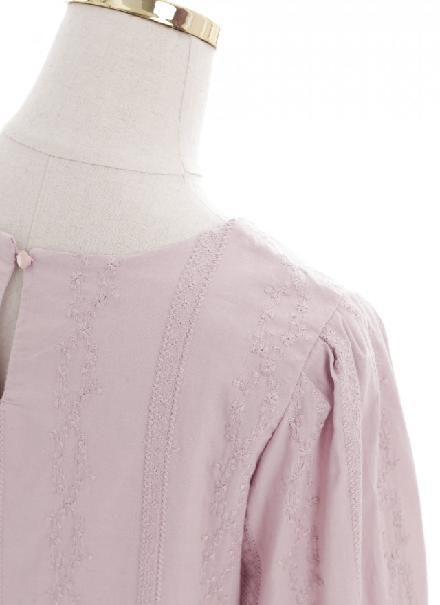 T1628嘉比粉花壓紋上衣