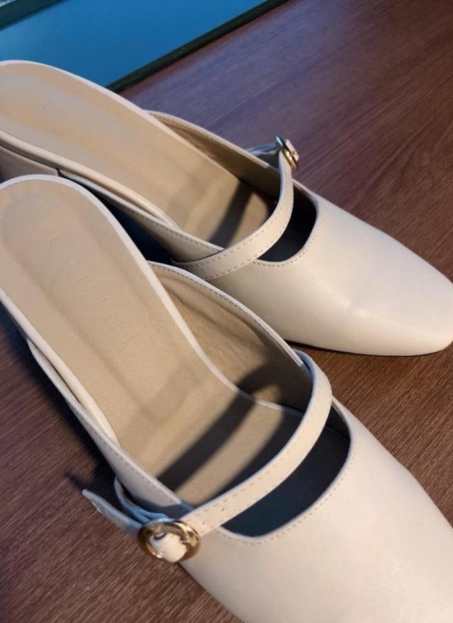 魅力單色皮革矮跟鞋