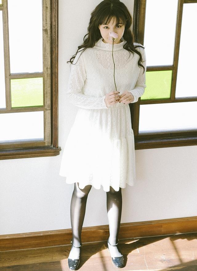 D0390 微領米白蕾絲蛋糕洋裝