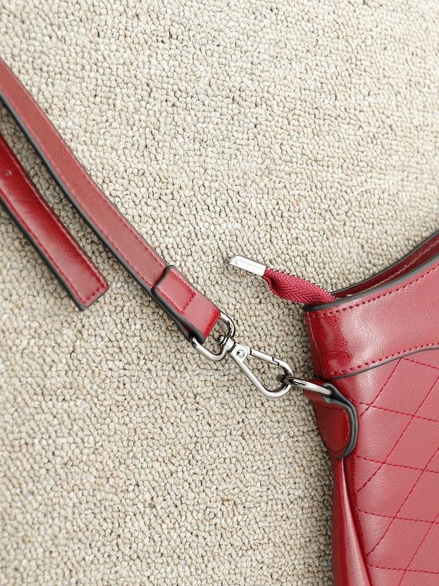 BA0143質感菱形紋牛皮包