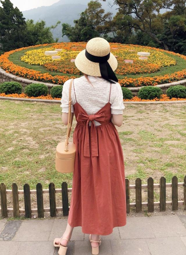 D0632夏日排釦暖紅細肩洋裝