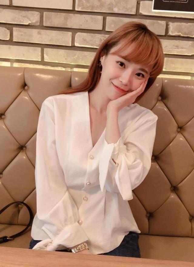 T0974 白珍珠釦花袖襯衫