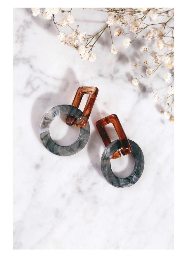 A0205 相愛相扣琥珀紋耳環