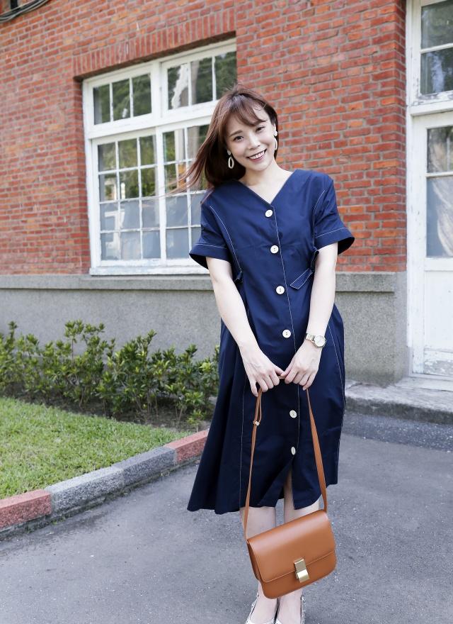 D0663 V字白釦蝴蝶結洋裝