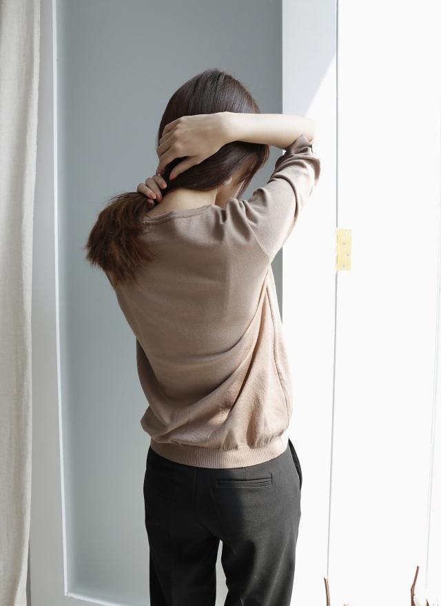 T1142 簡約袖扣針織上衣