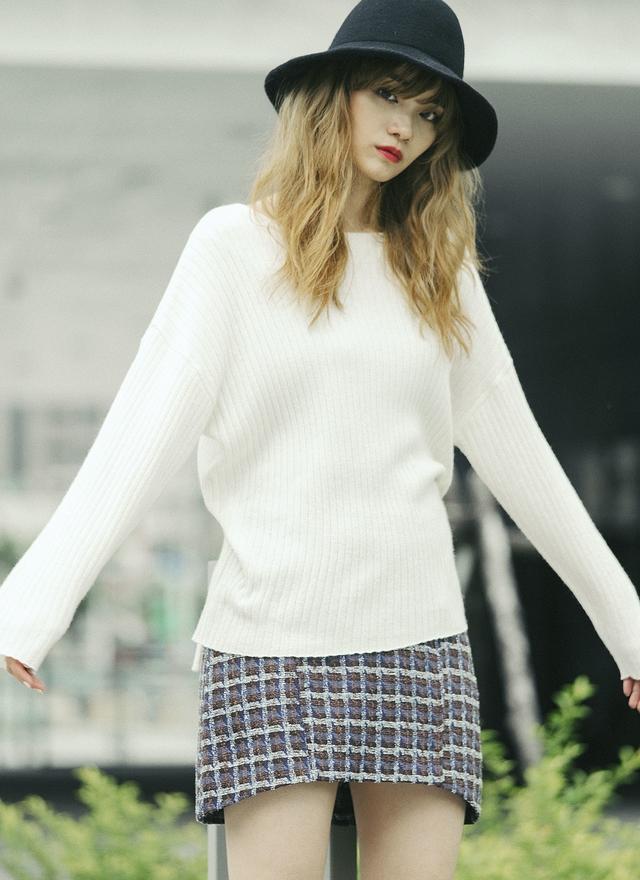 T0482 溫柔米白直紋針織上衣
