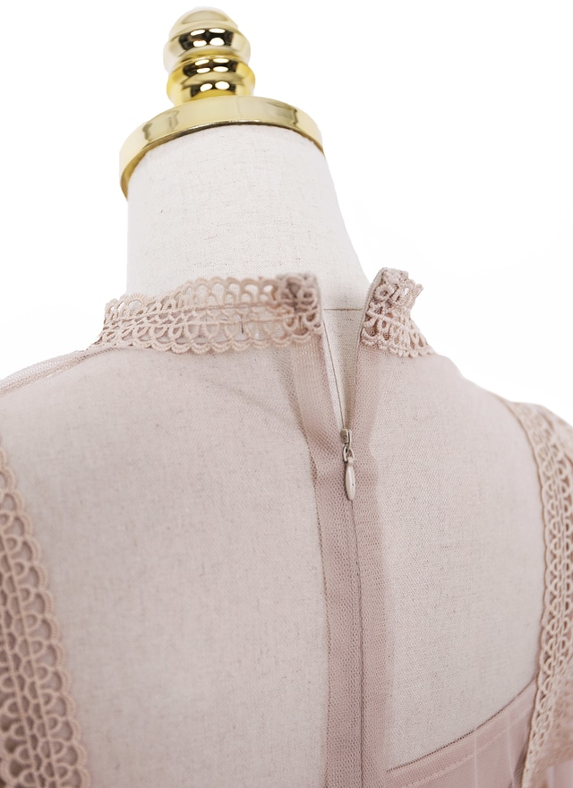 細緻蕾絲拼接皺褶洋裝(兩色)
