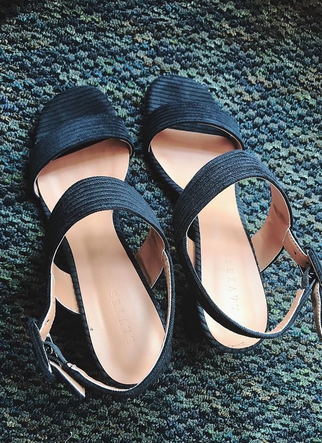 SH0076 秀氣絨質粗高跟涼鞋