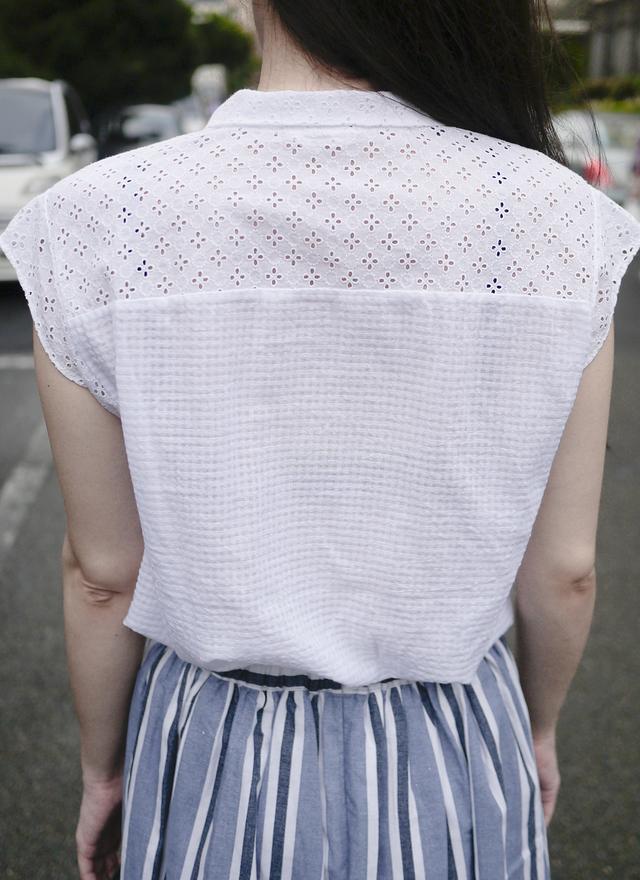 T0318 小領拼接簍空格子襯衫