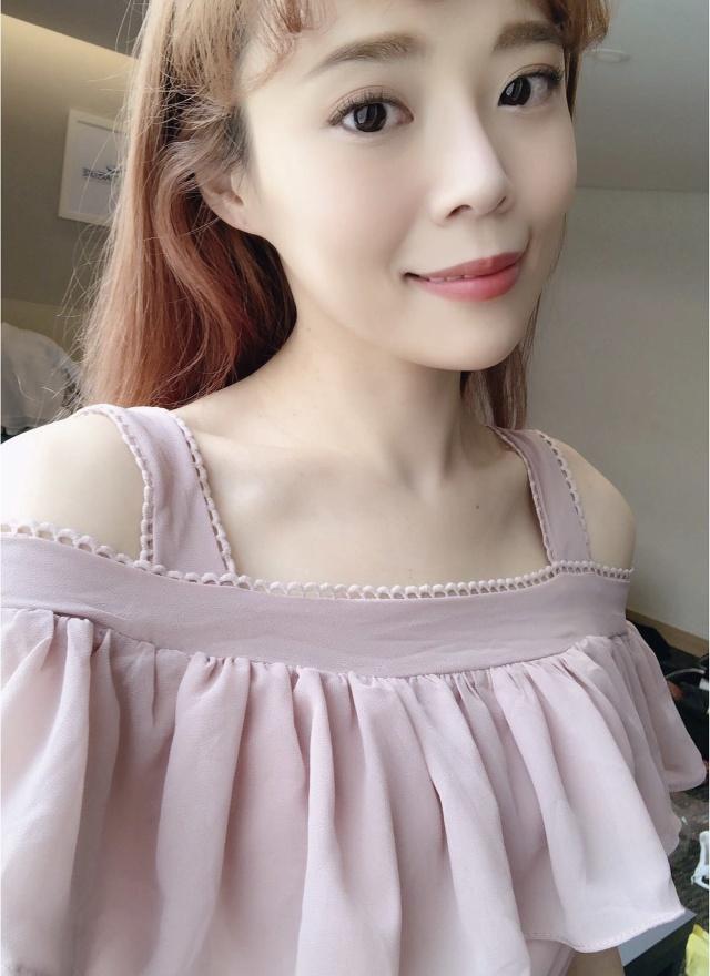 D0654 浪漫藕粉露肩洋裝