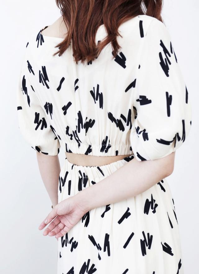 D0673 隨筆塗鴉圓領收袖洋裝