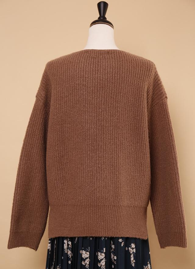 T0552 榛果拿鐵挖領毛衣