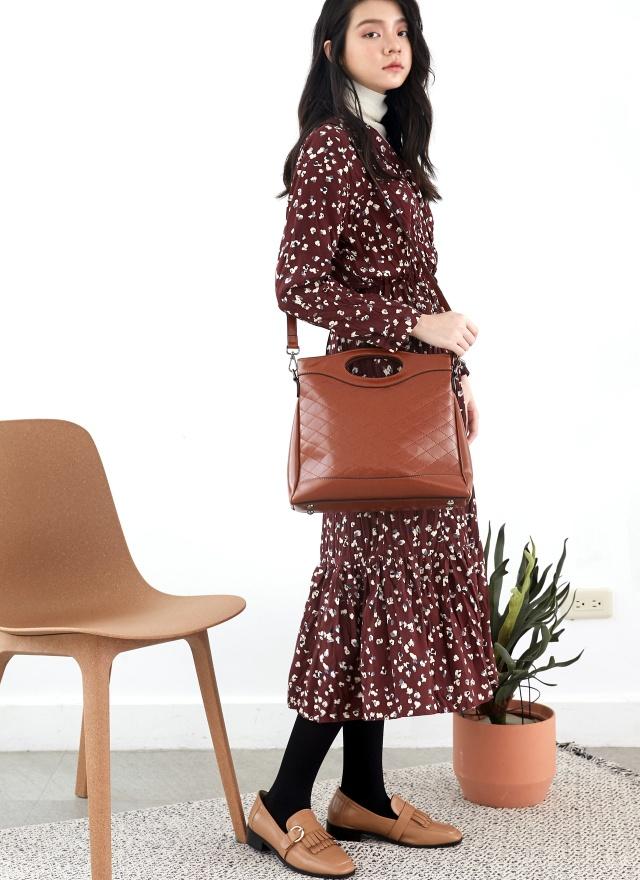 D0777紅酒印花V領洋裝