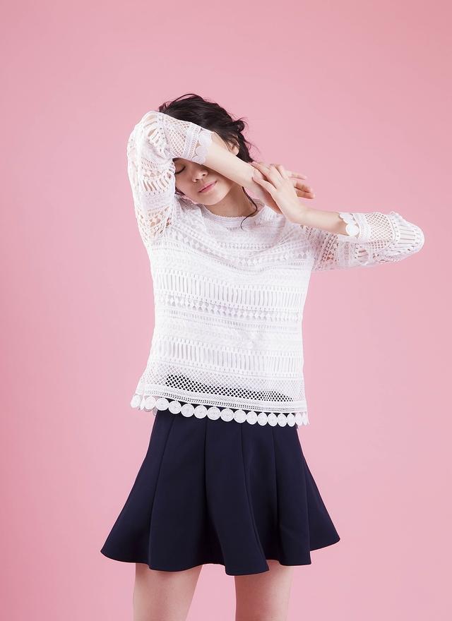 T0422 簍空圓心織紋上衣