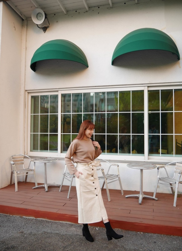 素雅排釦腰帶長裙