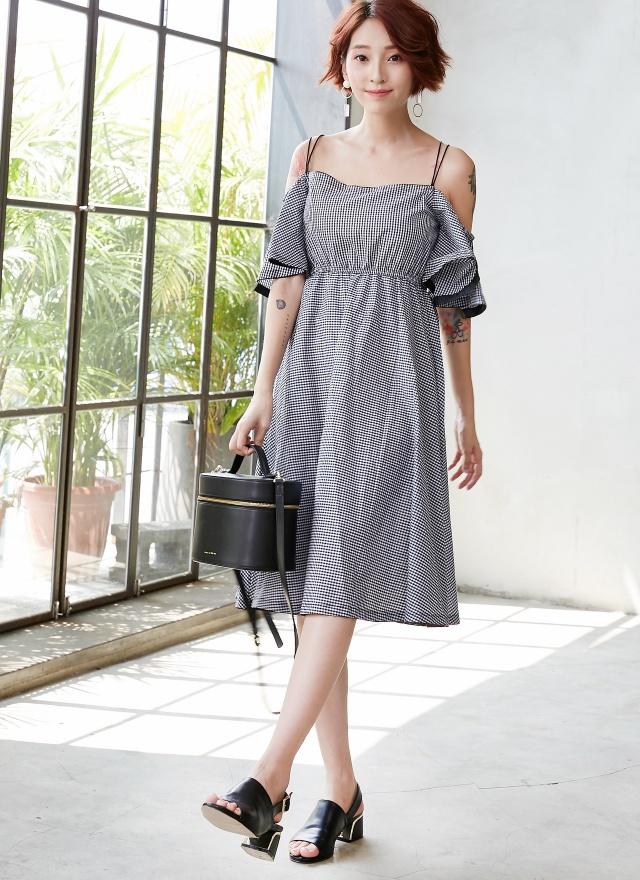 D0614 甜嫩露肩黑白細格洋裝