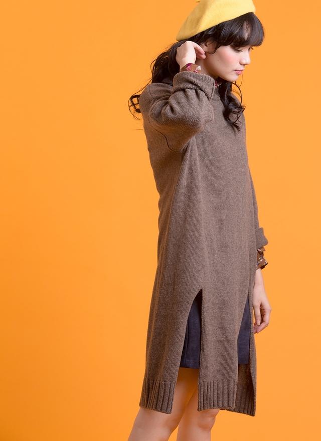 T0504 巧克力色長版開衩毛衣