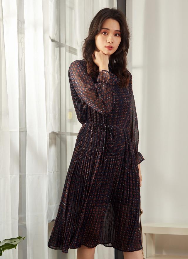 D0599 滿版條列印花細褶洋裝