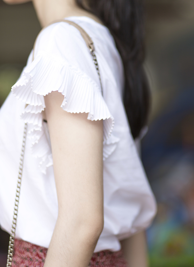 T0296 百搭簍空特色袖摺上衣