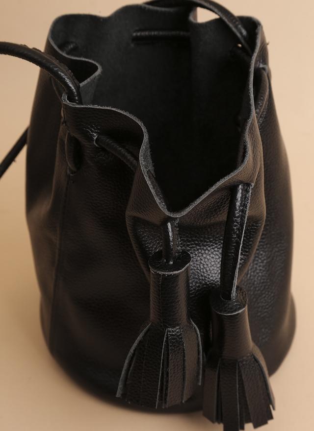 BA0061 牛皮流蘇小水桶包