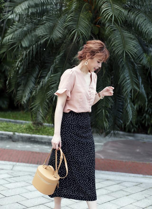 T1035 優雅排釦花袖襯衫 (兩色)