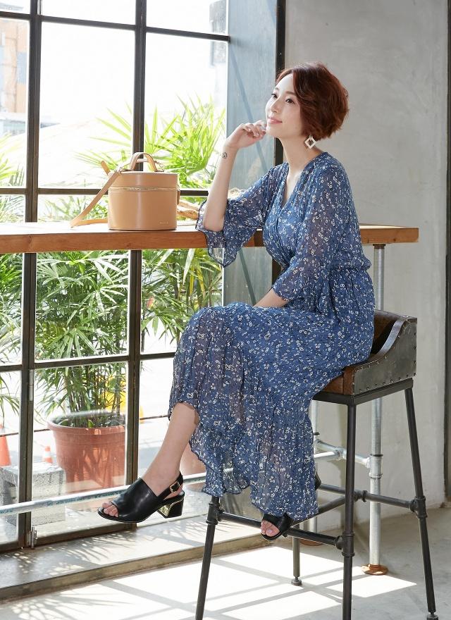 D0616 蔚藍花彩V字洋裝