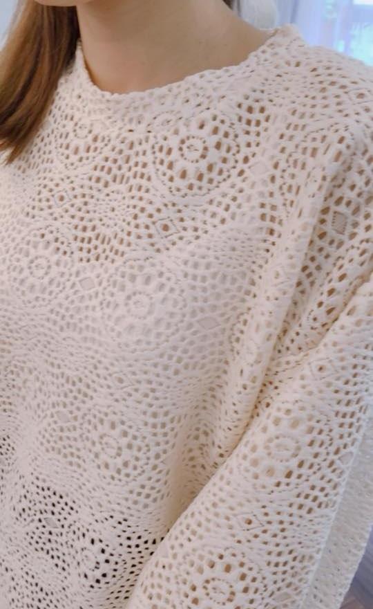 圓形簍空花袖上衣