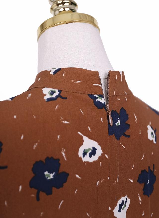 D0523 牛奶糖色藍白花洋裝